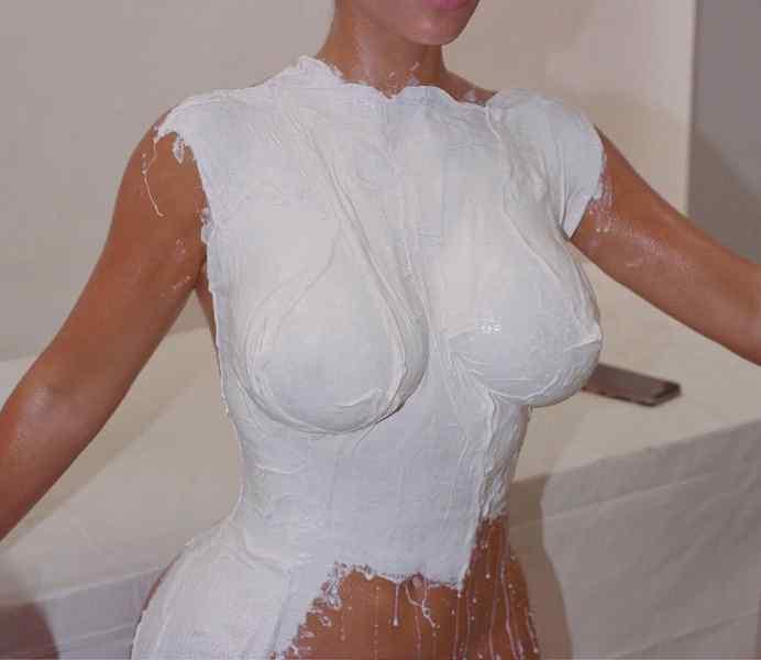 Kim Kardashian, sus fotos desnuda para promocionar su nuevo perfume. 3