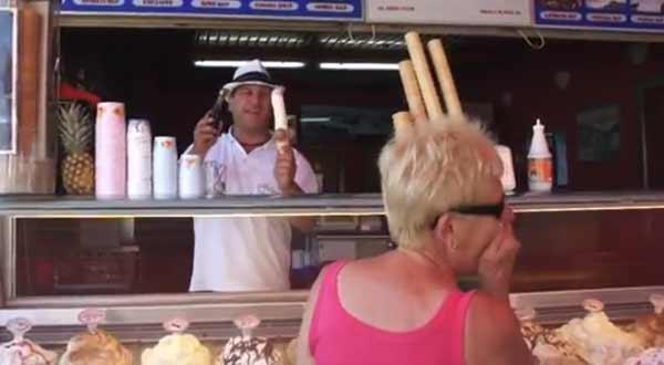 vídeo de risa de un heladero muy bromista