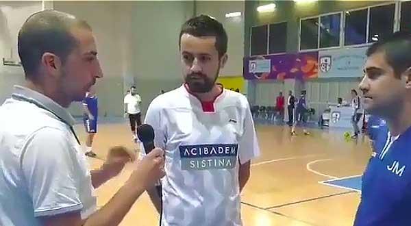 El reportero de este vídeo de risa recibe un balonazo en toda la cara. 5
