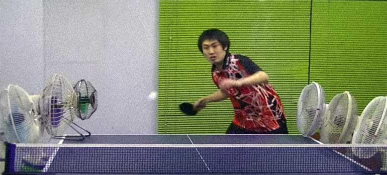 Un vídeo de un jugador experto de ping pong