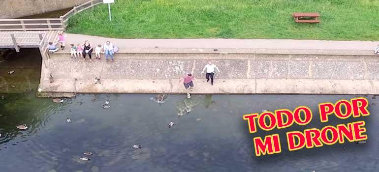 vídeo intentando salvar un drone de caer al agua