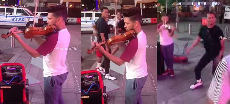 Cuatro amigos se ponen a bailar junto a un violinista callejero