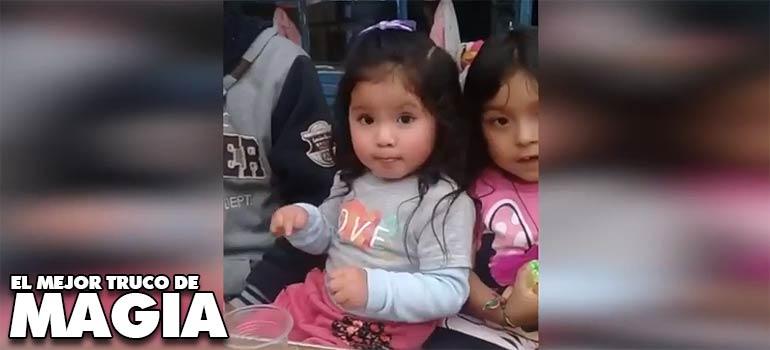 vídeo de una niña haciendo un divertido truco de magia