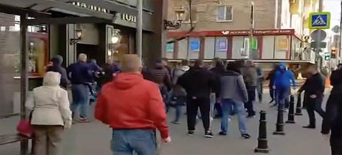 Una pelea en la puerta de un bar entre seguidores del Spartak y los del CSKA
