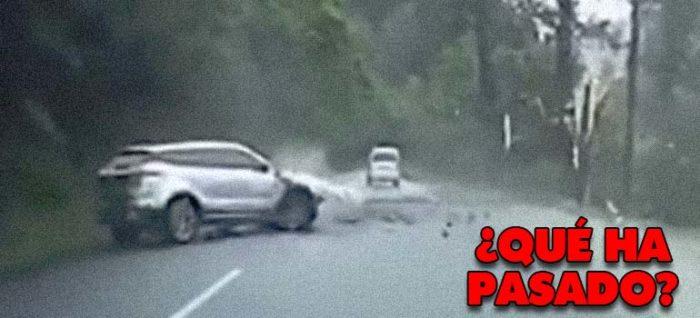 Vídeo de una roca que cae sobre un coche.