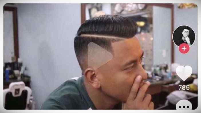 Peluquero Chino deja a un cliente un triangulo del Play en la cabeza después de que le mostrara el peinado que quería en un vídeo pausado. 4