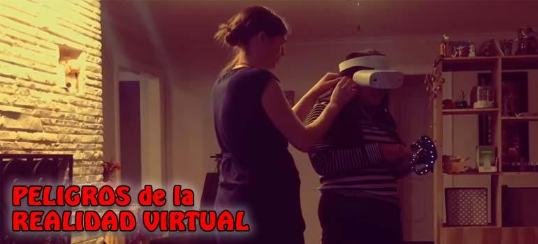 Divertido vídeo que nos muestra los peligros de la realidad virtual. 23