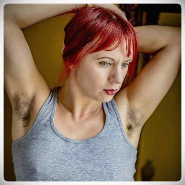 Januhairy, 20 fotos de mujeres reclamando el vello corporal. 12