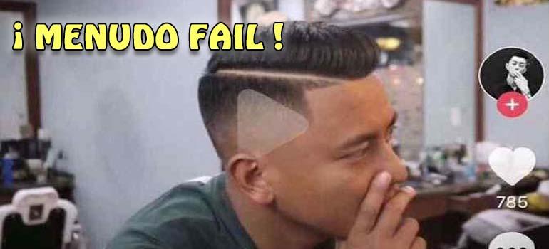 Peluquero Chino deja a un cliente un triangulo del Play en la cabeza después de que le mostrara el peinado que quería en un vídeo pausado. 3