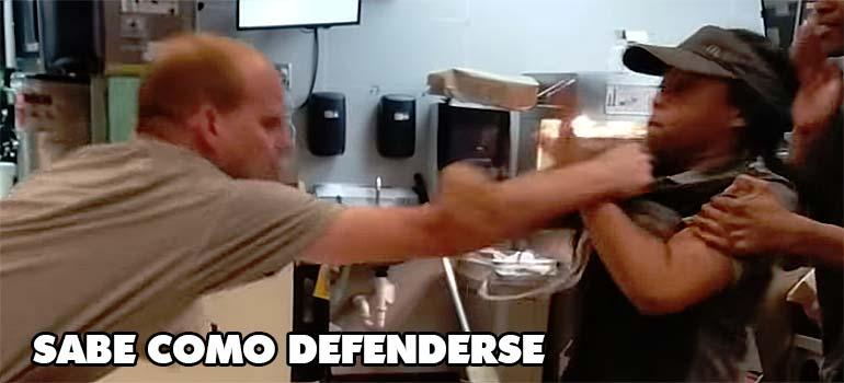 agresion empleada mcdonalds - Este hombre agrede a la empleada de un restaurante que se niega a darle una pajita.