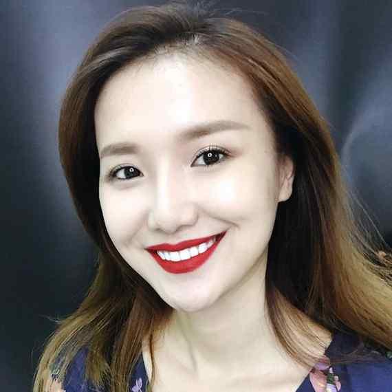Esta mujer China se puede convertir en cualquier persona. 3