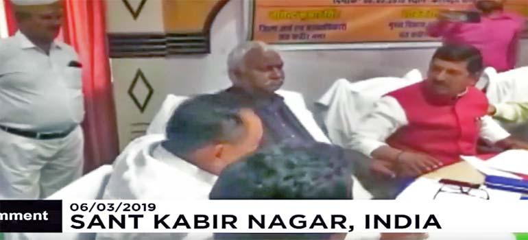 En la India, los políticos arreglan sus diferencias a zapatazos. 3