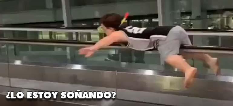 Un mini buzo en el aeropuerto. 5