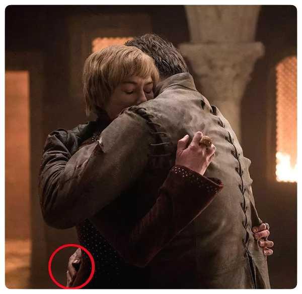 Nuevo fallo en Juego de Tronos, la mano de Jaime Lannister. 3
