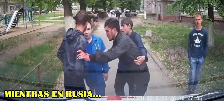 Unos matones de barrio se enfrentan a los ocupantes de una ambulancia. 4