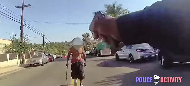 Policía contra un loco armado con una cadena. 3