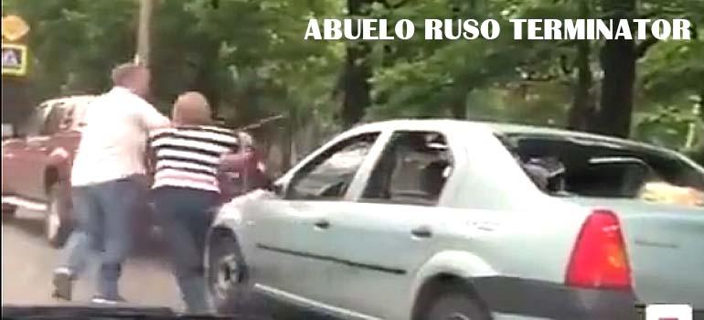 El abuelo Ruso de este vídeo es inmune al gas pimienta. 9