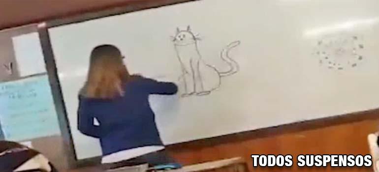 Gastan la broma del gato en la pizarra a su profesora. 3