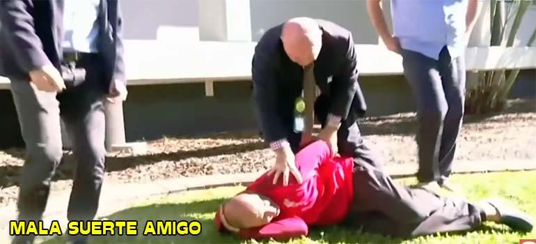 Policía para una entrevista para detener a un sospechoso que huía. 6