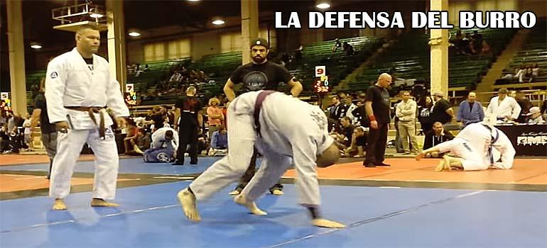 Utiliza la defensa del burro y gana el combate. 4
