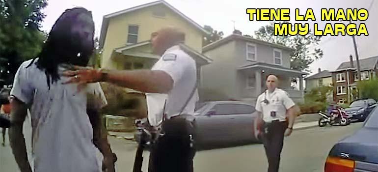 Policía pega un puñetazo en la cara a un hombre. 3