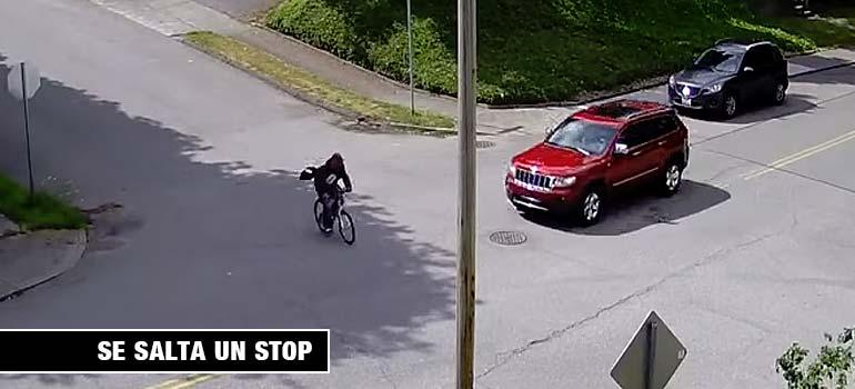 Ciclista es atropellado al saltarse un Stop. 23