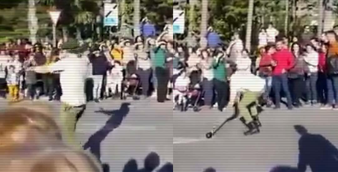 Desfile militar con varios espectadores escalabrados. 3