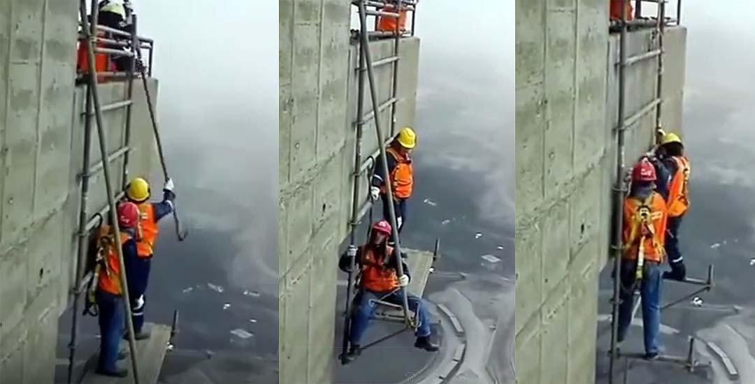 Desmontando un andamio a gran altura. 2