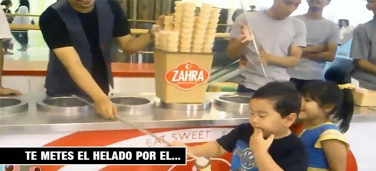 Este heladero Turco vacila al pobre niño y mira lo que ocurre... 1