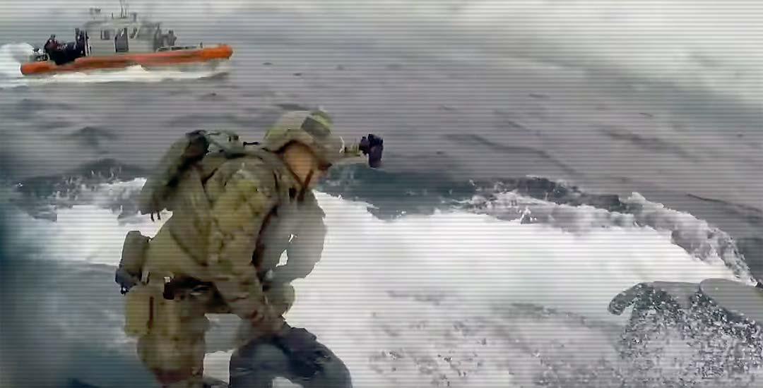 La Guardia costera intercepta un semisumergible usado por los narcos. 4