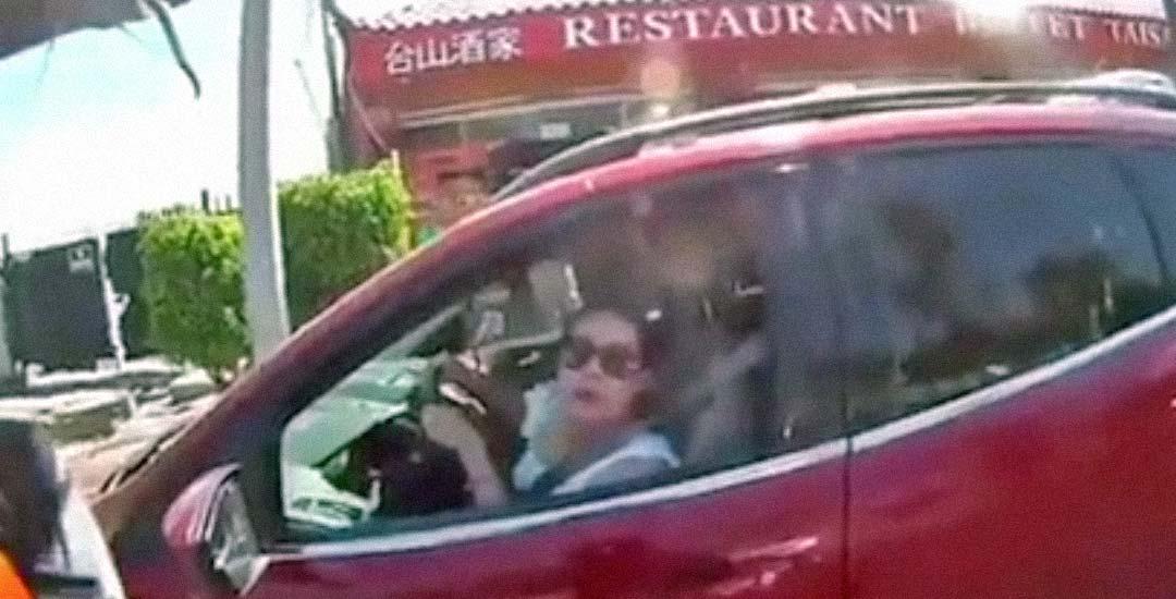 Esta conductora va a recibir karma directamente, por buena. 2