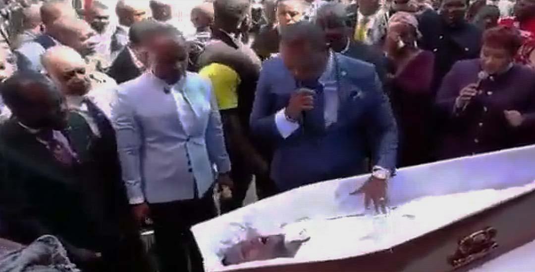 Este pastor resucita a un muerto. 6