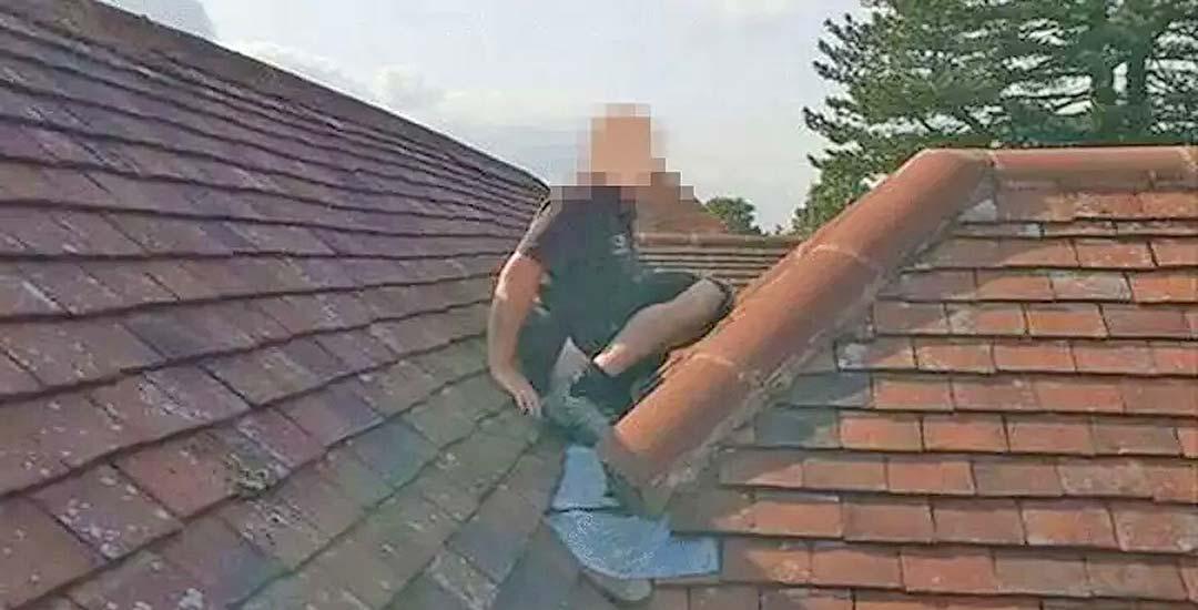 Albañil hace caca en el tejado de un cliente. 30