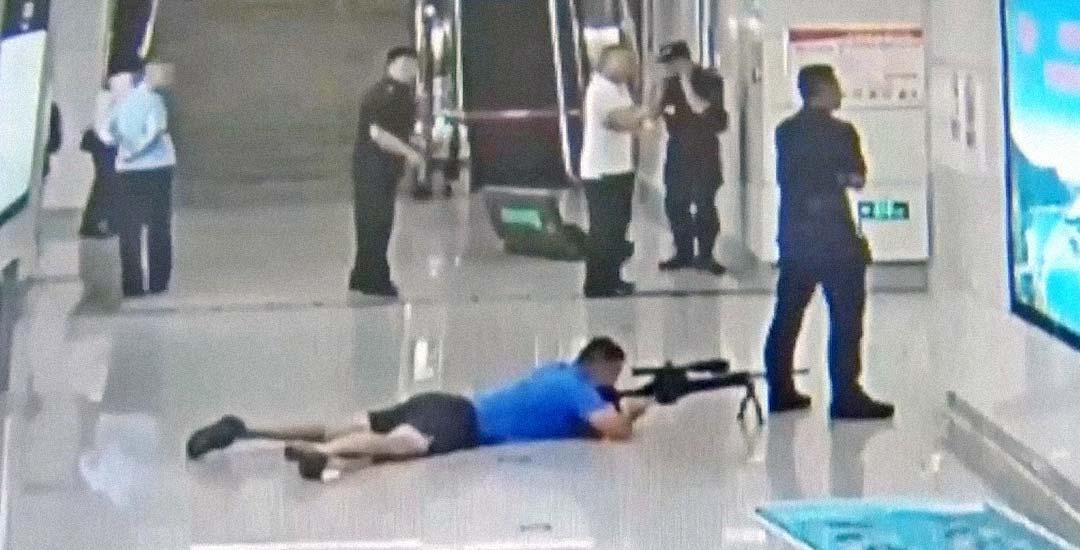 Francotirador de la policía mata a un secuestrador. Vídeo. 8
