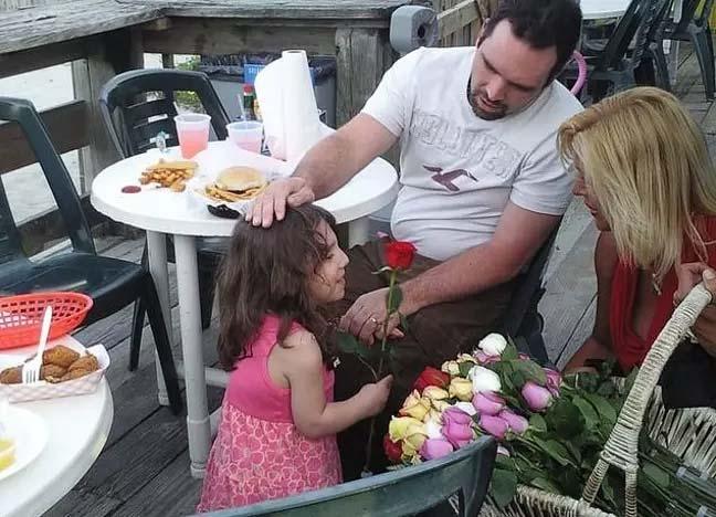 Madre afirma que su hija adoptada de 6 años tiene en realidad 22 y que ha intentado matarla. 21