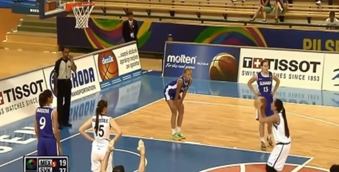 Jugadoras de baloncesto se confunden de canasta. Vídeo. 6