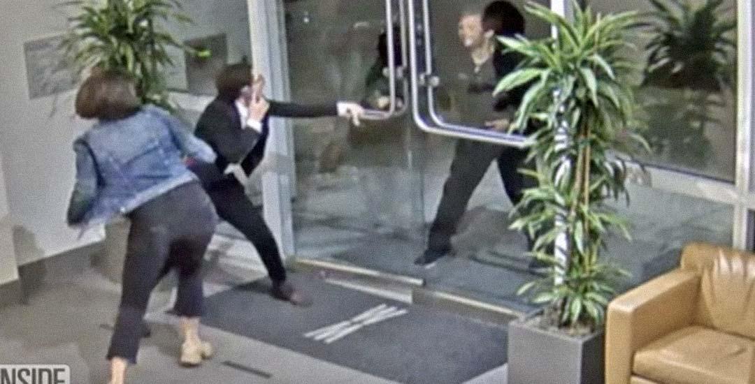 Mujer lucha por su vida y se enfrenta a un atacante que intenta matarla. 2