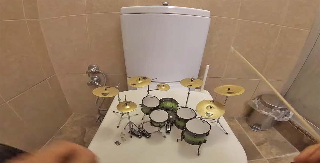 Tocando en una mini batería The Pretender de Foo Fighters 7