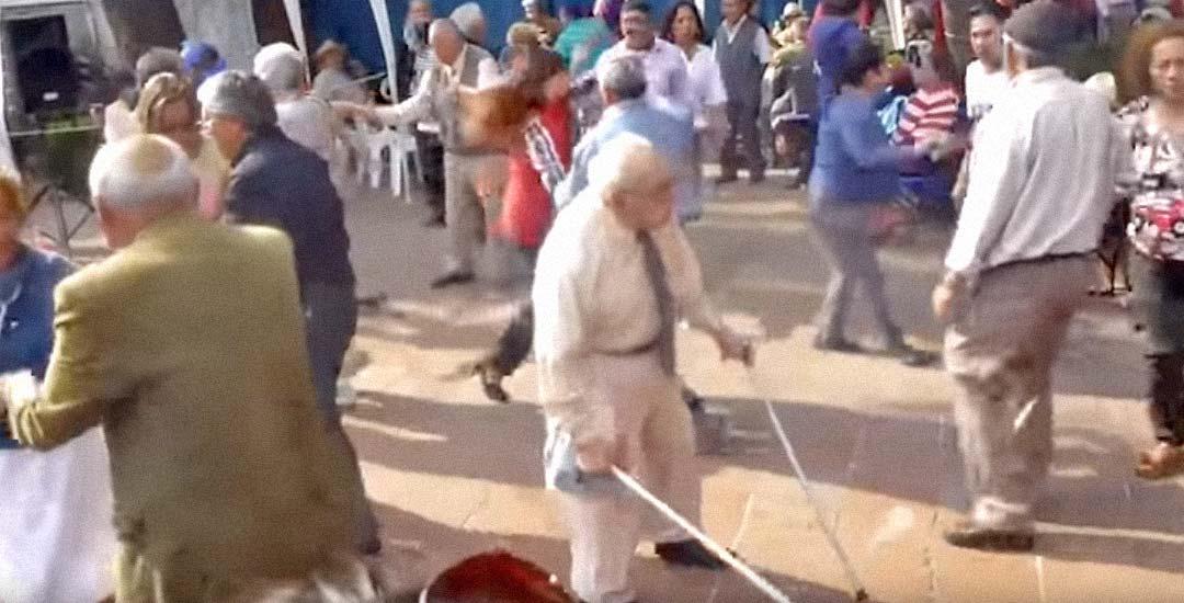 Abuelo se pone a bailar milagrosamente en Benidorm 8