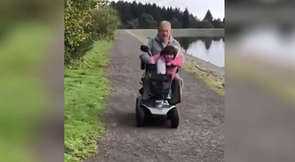 El abuelo pierde el control y se va al agua 2