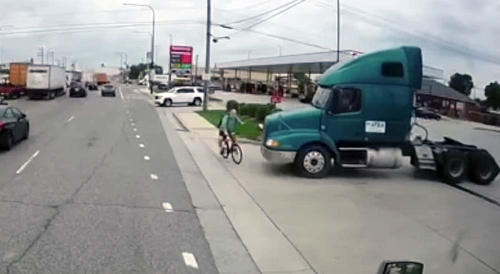 Camión atropella a un ciclista que salva la vida milagrosamente 3