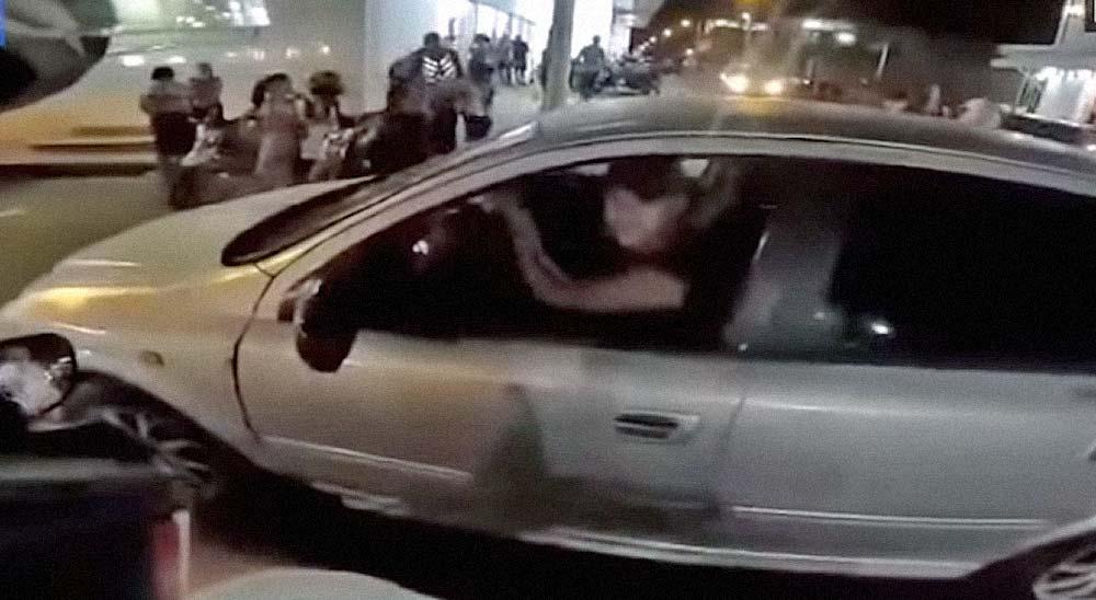 Motorista rompe el espejo de un coche y recibe un tiro en la espalda 3