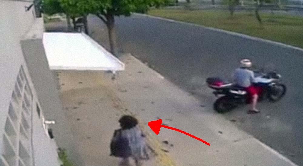 Una señora es secuestrada por la puerta de un garaje [Vídeo] 6