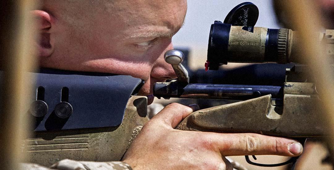Francotirador casi alcanza a un soldado en un descuido [Vídeo] 3