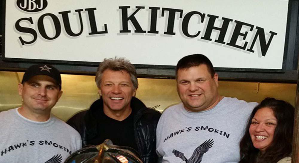 Bon Jovi abre dos restaurantes para dar de comer gratis a personas necesitadas 17