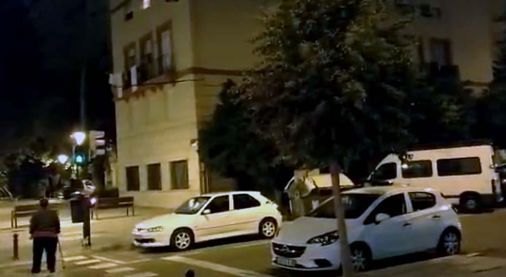 Vídeo aviso, un coche que ofrece caramelos... 10
