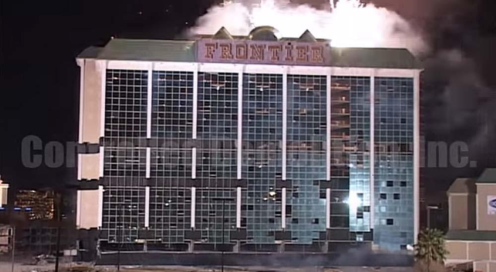 Espectacular demolición del Hotel Frontier 5