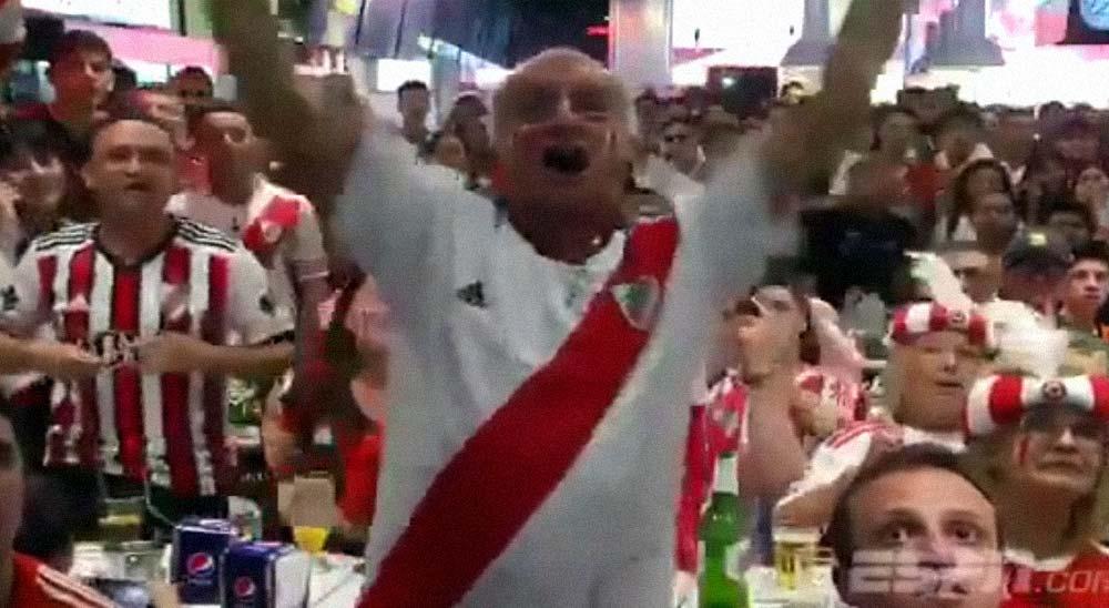 El abuelo hace un spoiler del partido al escucharlo por la radio 19