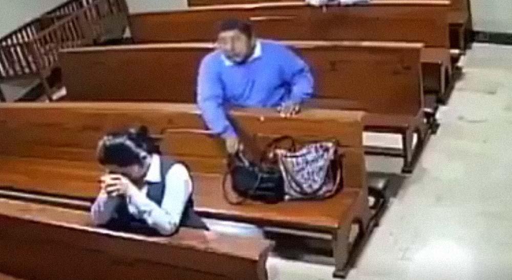 Pillado robando a las feligresas en la Iglesia 3