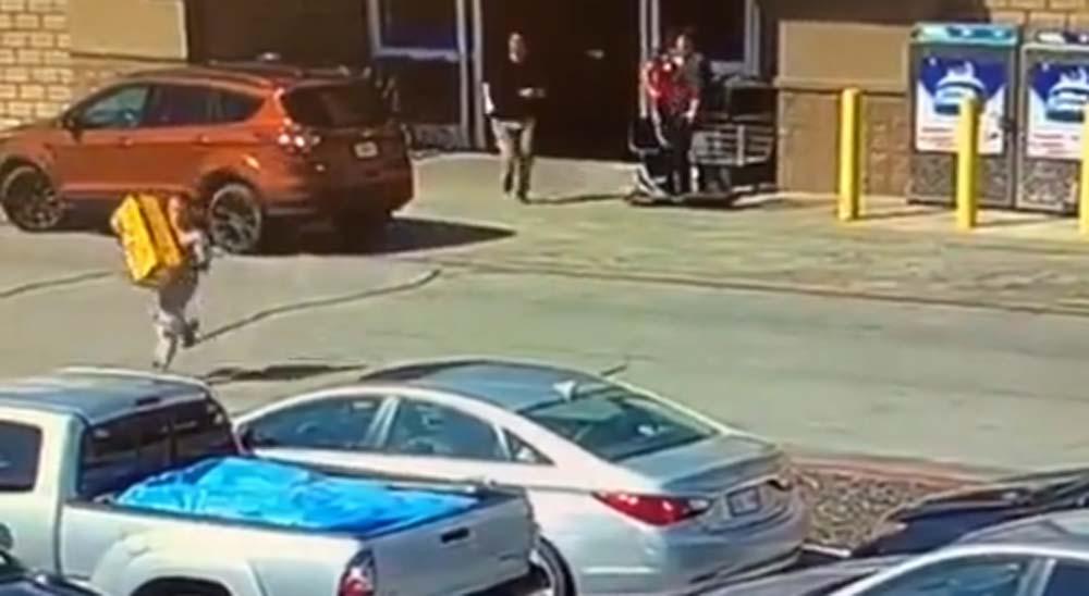 Fail robando en una tienda a la carrera 2